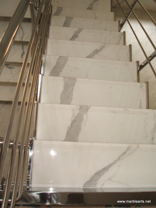 Superbe Statuary Vein Marble Staircase